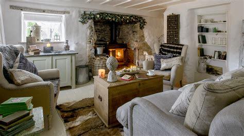 step   idyllic thatched cottage  gorgeous scandi interior