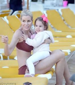 Bikini-clad Aviva Drescher confidently displays her ...