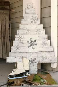 Weihnachtsbaum Wasser Geben : 12 ideen um einen weihnachtsbaum mit paletten entwerfenmobel aus paletten mobel aus paletten ~ Bigdaddyawards.com Haus und Dekorationen