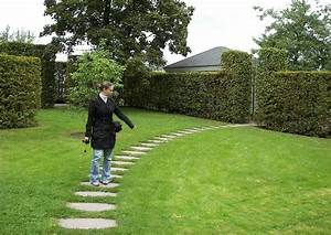 Gartenwege Pflastern Beispiele : geschwungener plattenweg ~ Watch28wear.com Haus und Dekorationen
