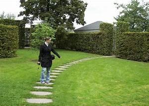 Wege Im Garten Anlegen : geschwungener plattenweg ~ Buech-reservation.com Haus und Dekorationen