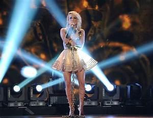 Carrie Underwood Dedicates ACC Award to Fan VIDEO