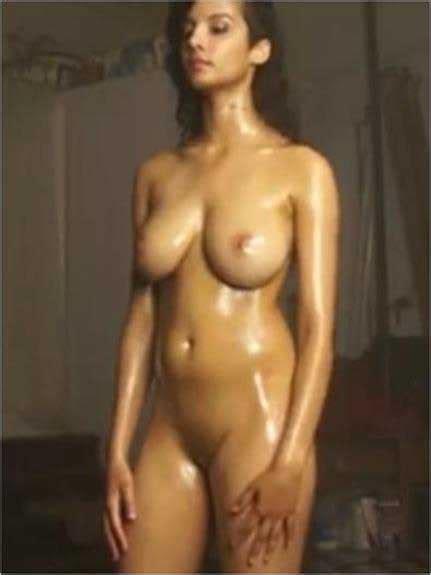 Indian Girl Ko Apni Body Dikhane Ka Shock Hua To Nude