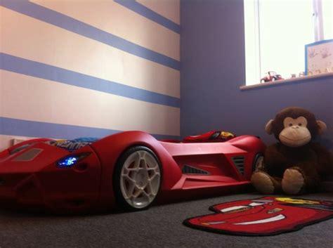chambre bb complete le lit voiture pour la chambre de votre enfant archzine fr