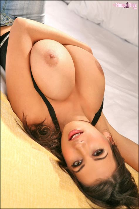 Sexy Brunette Big Boobs In Picture Bluemaize