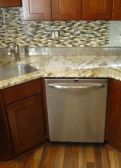 kitchen sink with backsplash backsplash behind sink buybrinkhomes com