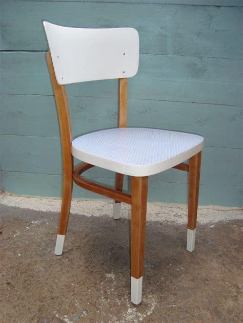 relooker chaise en bois 17 meilleures idées à propos de relooking de chaise sur chaises rénovées chaises