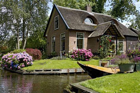 Pretty House Sophisticated Guesthouse by Vackra Hus I Giethoorn Stockfotografi 169 Mardym 6424748
