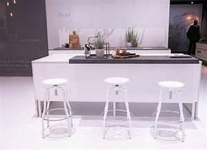 Weiße Arbeitsplatte Küche : k chentrends 2016 k che white kitchen wei e k che graue arbeitsplatte sch ne barhocker ~ Sanjose-hotels-ca.com Haus und Dekorationen