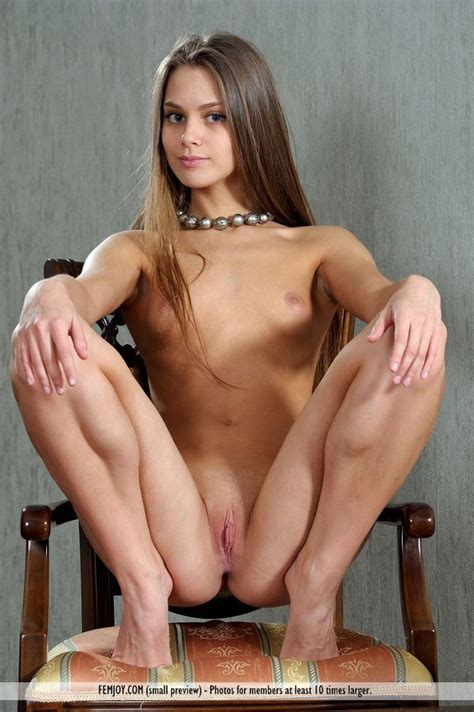 Exquisite Nude Teen Babe With Flat Titties From