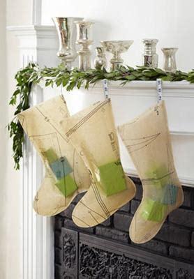 ways  recycle christmas tree decorations  creative