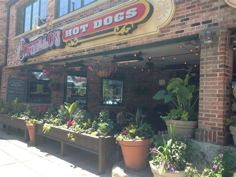 restaurant review portillos chicago hot dogs points
