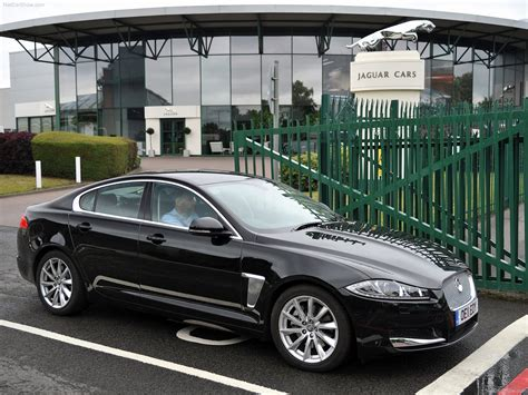 Jaguar XF (2012) - picture 30 of 79