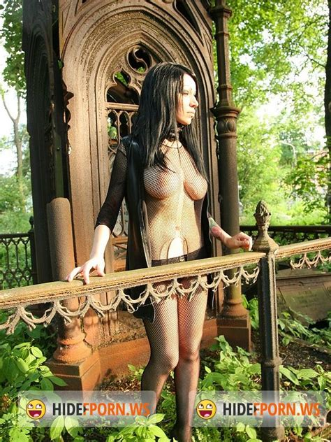 Zuza Sex With Goth Girl In The Cemetery Pickupgirls