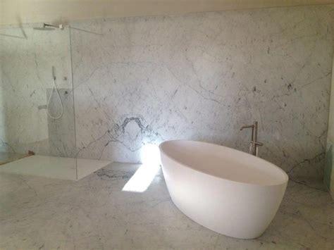 plan de cuisine en granit salle de bain en marbre blanc de carrare vaucluse avignon isle sur la sorgue remy de