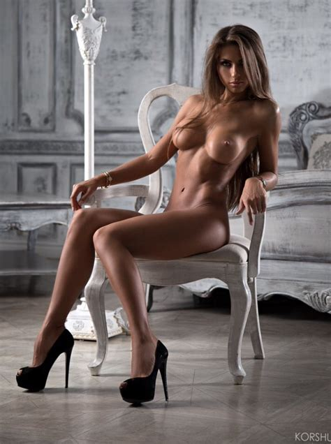 Sitting Archives Nude Hotties