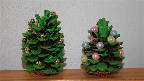 basteln mit tannenzapfen weihnachten weihnachtsbaum aus tannenzapfen basteln dansenfeesten