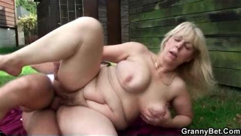 Public Outdoor Fucking With Curvy Mature Public Porn