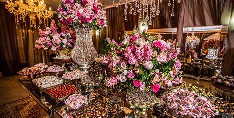 de doces e bolo arranjos para mesa de convidados noiva e daminha de casamento mesas de doces