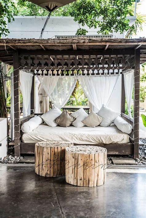 Outdoor Cabana Bed