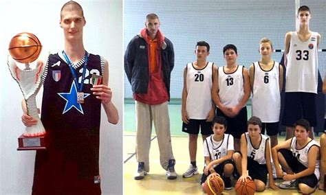 ohio high school basketball team welcomes ft ins giant