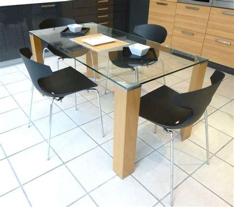 cuisine d exposition à vendre table a plateau de verre et 4 pieds en bois chene clair