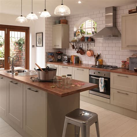 traditional kitchens shaker country style kitchens