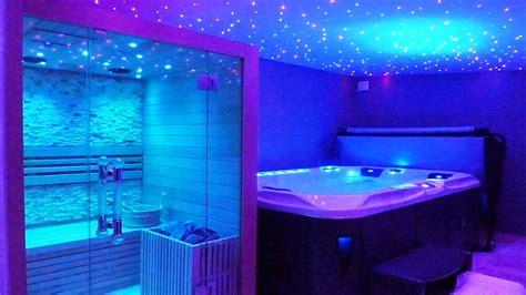 chambre avec spa privé suite et chambre avec piscine intérieure privée et