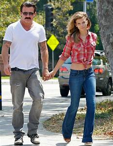AnnaLynne McCord reveals her trim tummy as she takes a ...