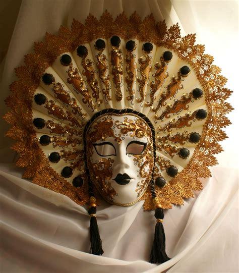 Zamaskowana: Królowa z wachlarzem, maska wenecka