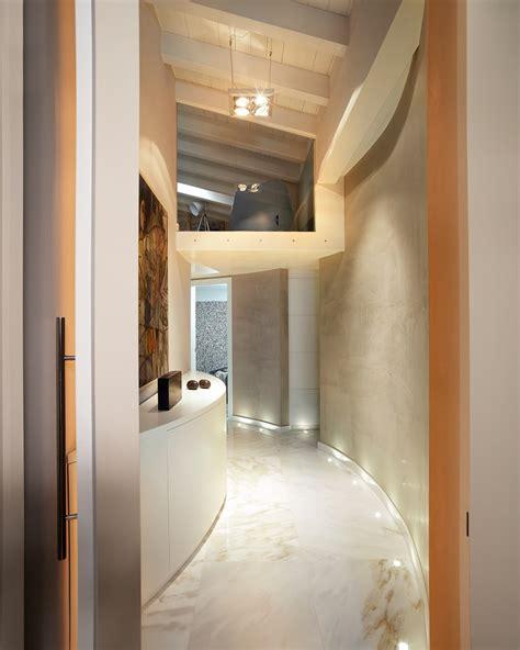 foto de Disimpegno zona notte ingresso corridoio & scale in stile
