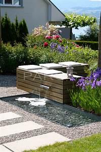 Brunnen Im Garten : sitzplatz im garten mit steinmauer und brunnen ~ Sanjose-hotels-ca.com Haus und Dekorationen