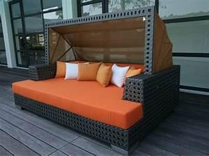 Lit Exterieur Jardin : le canap de jardin embellit votre espace ext rieur ~ Teatrodelosmanantiales.com Idées de Décoration