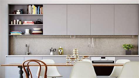 peinture pour meubles de cuisine en bois verni quelle couleur pour repeindre un escalier deco cool