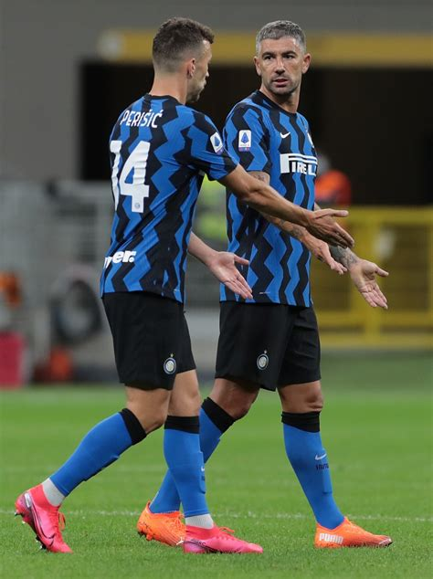 Inter beat Fiorentina 4-3 after a thrilling late comeback ...