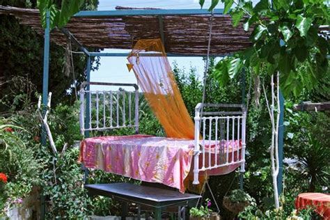 diy outdoor hanging bed 25 diy outdoor bed ideas summer decorating with spa beds canopies and curtains