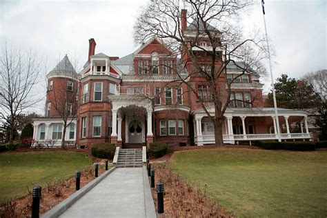 governors mansion  albany awaits  cuomos return