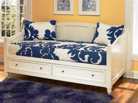 furniture great   impress  guests  daybed