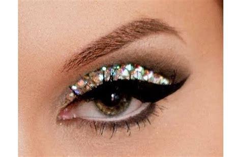 wear glitter eye makeup