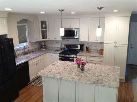 California Kitchen with White Shaker Cabinets & Island