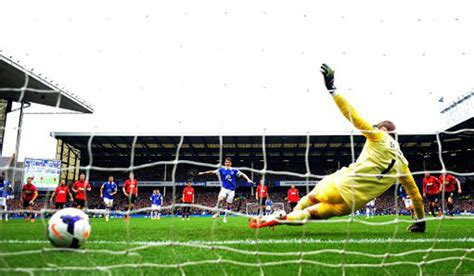 Everton 2-0 Man Utd – No Goodison Gifts For Moyes As Red ...