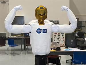 NASA - Robonaut Flexes for the Camera