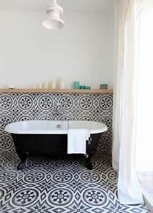 Carreaux De Ciment Salle De Bain : salle de bain intemporelle avec des carreaux de ciments ~ Melissatoandfro.com Idées de Décoration