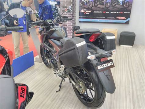 Gsx S150 Touring Edition And Yamaha by Suzuki Gsx S150 Tourer Edition Rear Left Quarter At Giias 2017
