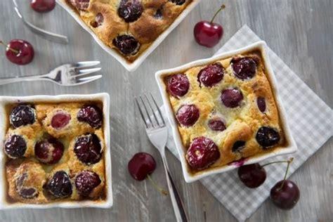 dessert aux cerises fraiches recette de clafoutis aux cerises et 224 la cr 232 me fra 238 che rapide