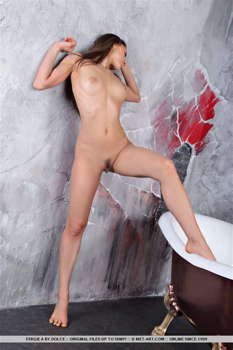 Valentina Kolesnikova In Bathtub Redbust