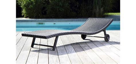 des meubles design autour de la piscine paperblog