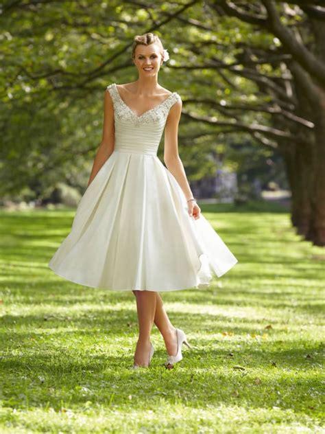 beach wedding attire destination wedding details