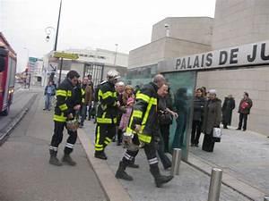 Incendie Villeneuve Les Avignon : avignon le palais de justice vacu apr s l explosion d ~ Dailycaller-alerts.com Idées de Décoration