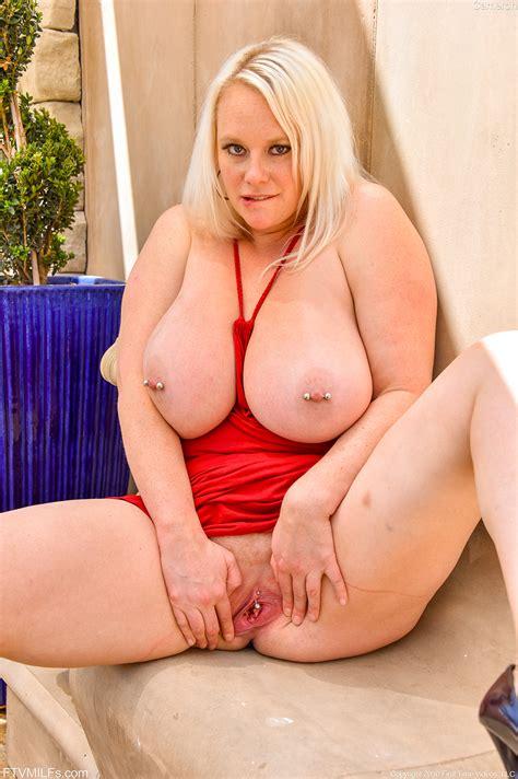 Cameron Fat Milf Blonde Spreading Pussy Rodman